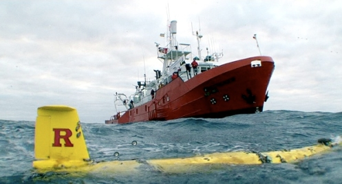 RU27 (foreground); R/V Investigador (background). Credit: Dan Crowell.
